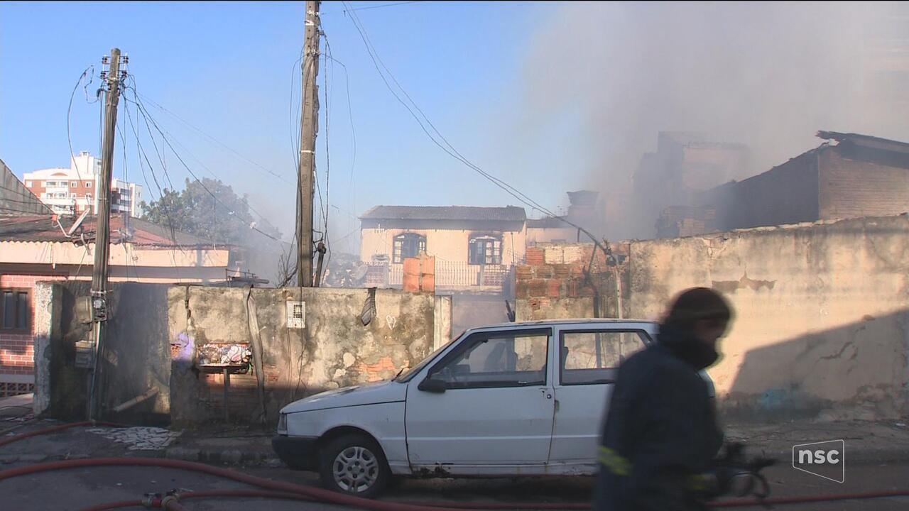 Incêndio destrói quatro casas em São José