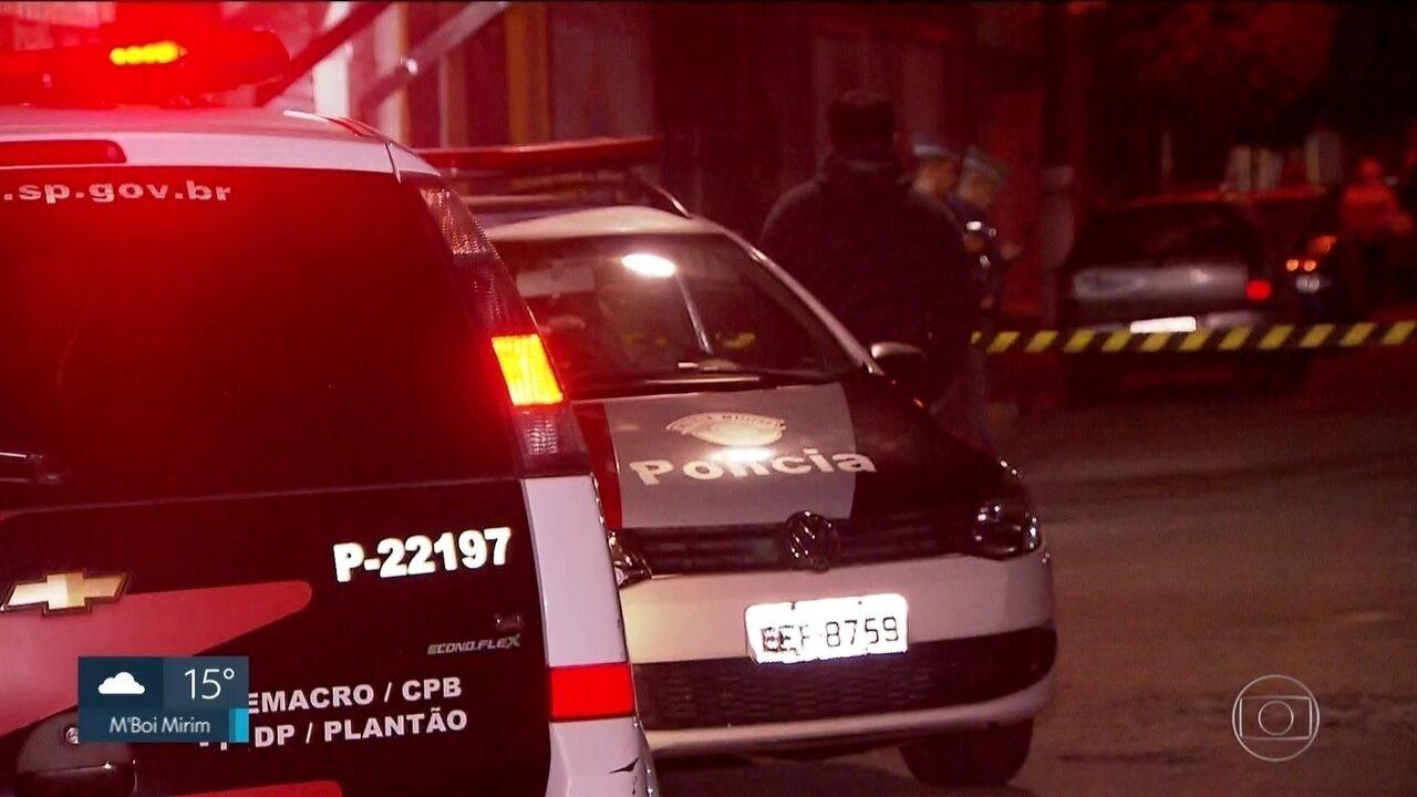 Casos de assassinatos na noite de sexta-feira (07) foram feitos com ataques de fuzis