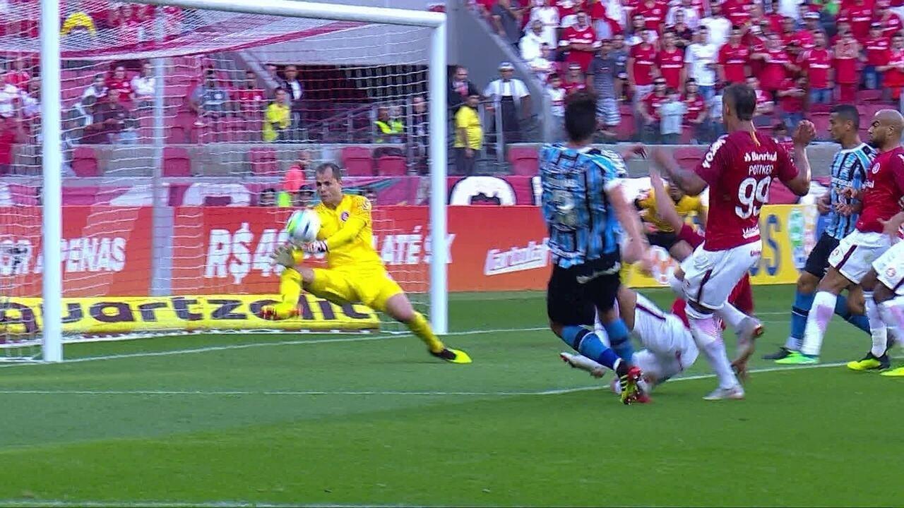 Geromel tenta de frente para o gol, mas Lomba opera milagre aos 16 do 2T