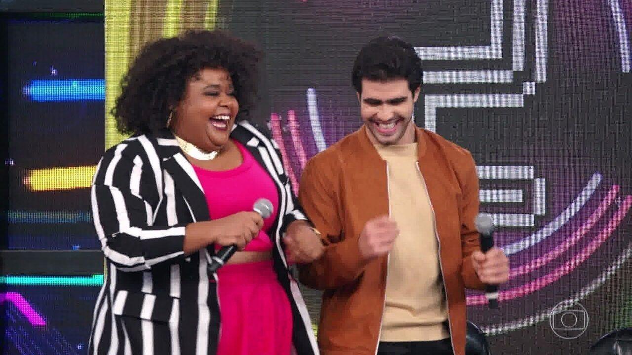 Juliano Laham e Polly Marinho acertam campainha número 4