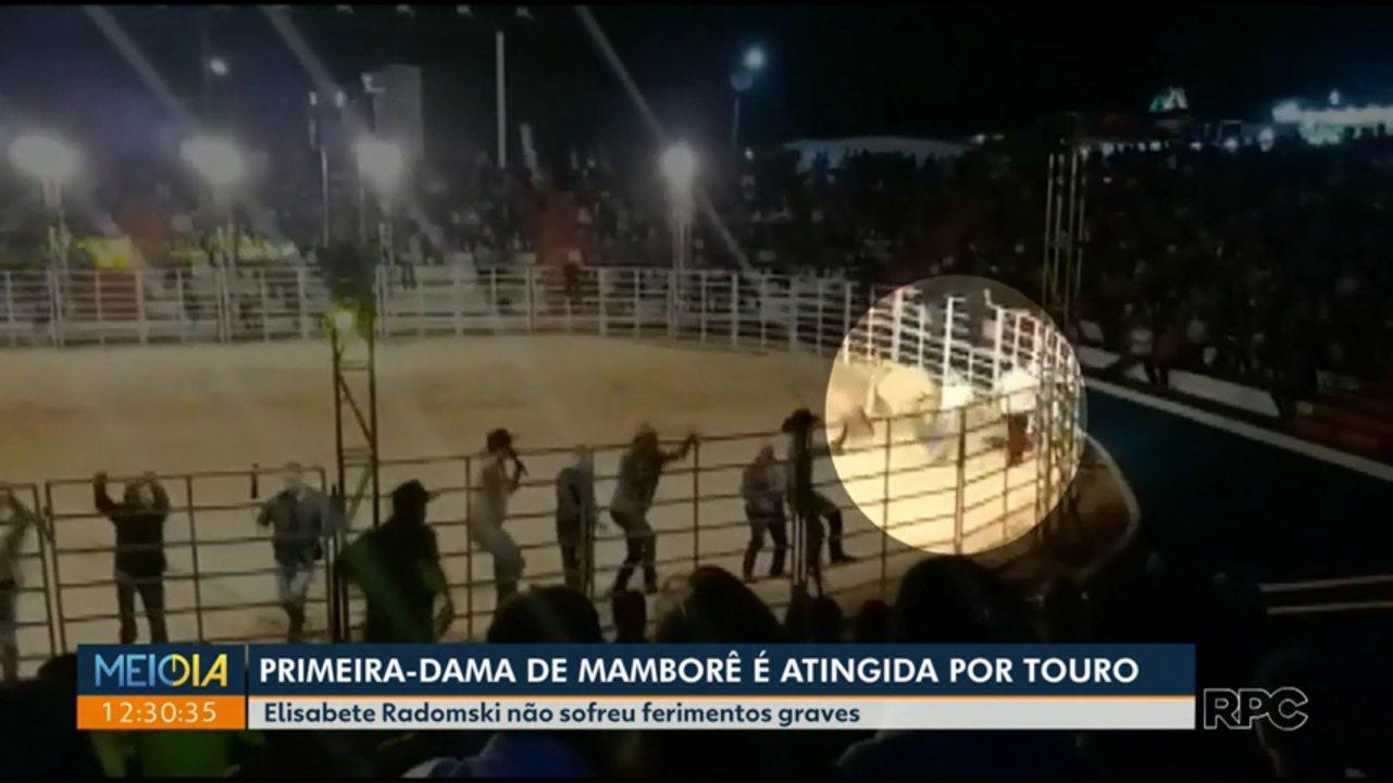 Primeira-dama de Mamborê leva chifrada de touro em abertura de rodeio