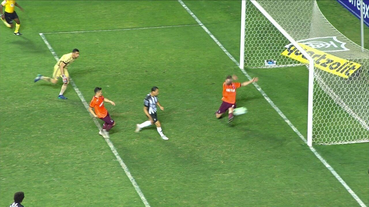 Gol do Atlético-MG! Ricardo Oliveira recebe na área, mostra oportunismo e faz 36 do 2º