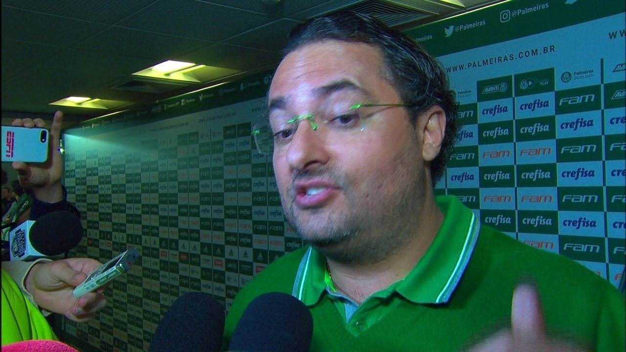 Diretor de futebol do Palmeiras, Alexandre Mattos critica arbitragem de jogo com Cruzeiro