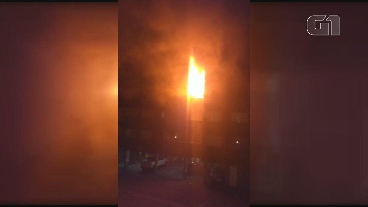 Morador morre após apartamento pegar fogo em Cubatão, SP
