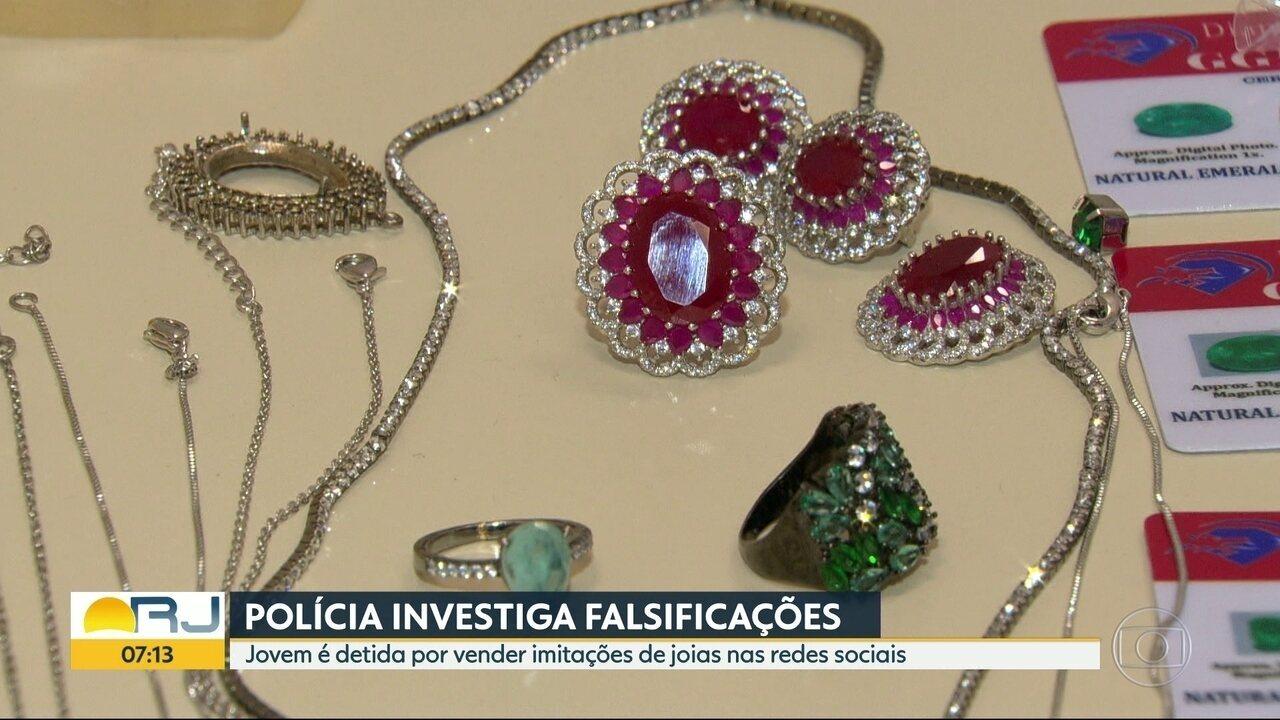 Mulher foi presa por vender joias falsas pela internet