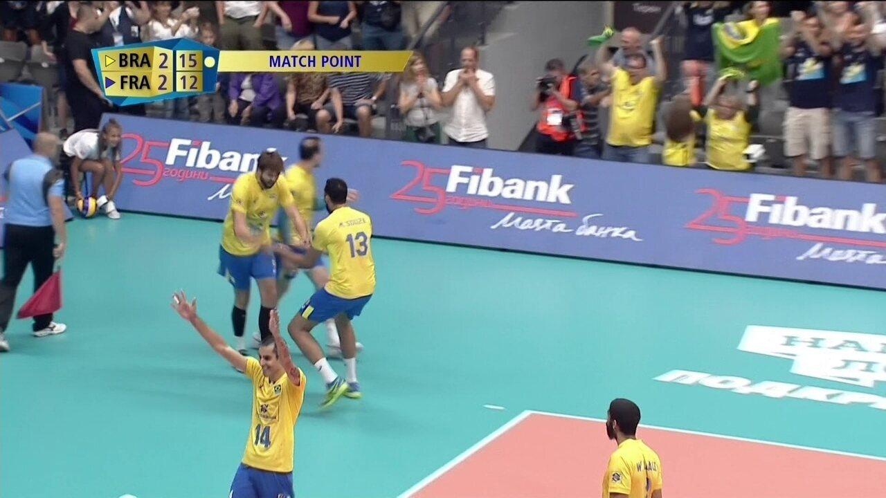 Melhores momentos de Brasil 3 x 2 França pelo Mundial Masculino de Vôlei