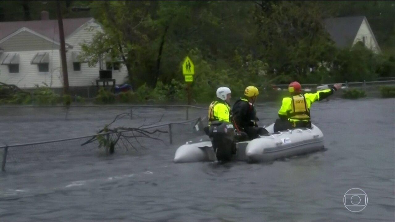 Furacão Florence chega aos Estados Unidos trazendo fortes ventos e chuvas