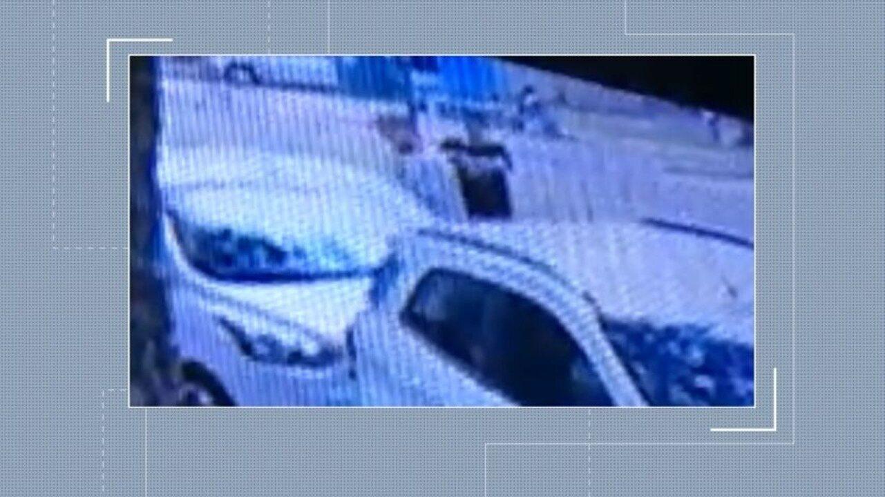 Vídeo mostra desespero de família ao ter carro roubado em Jucutuquara, Vitória
