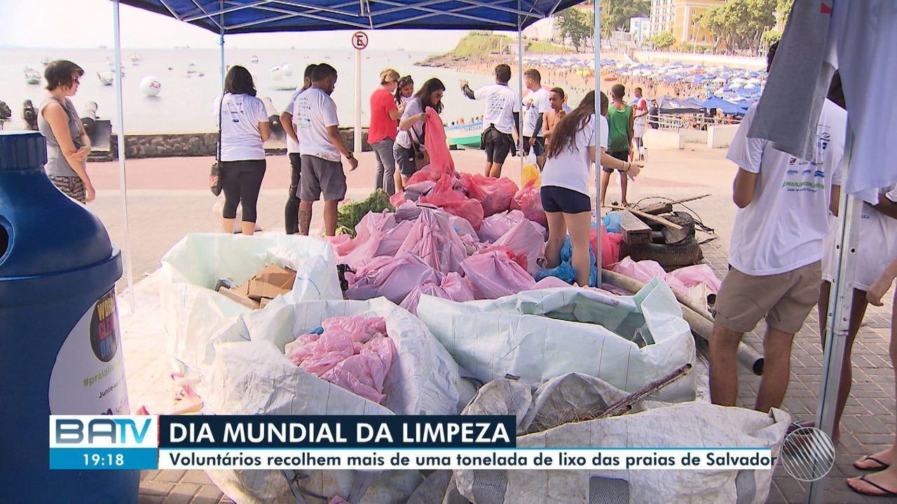 Voluntários recolhem mais de uma tonelada de lixo em mutirão para limpar praias da capital