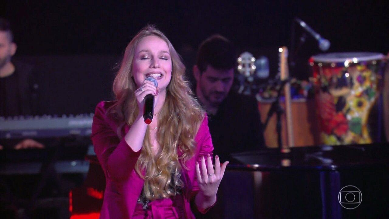 Malu Rodrigues canta