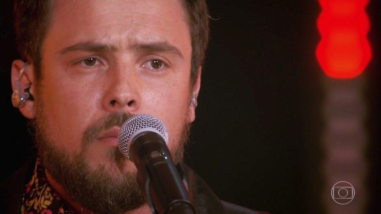 Sergio Guizé canta