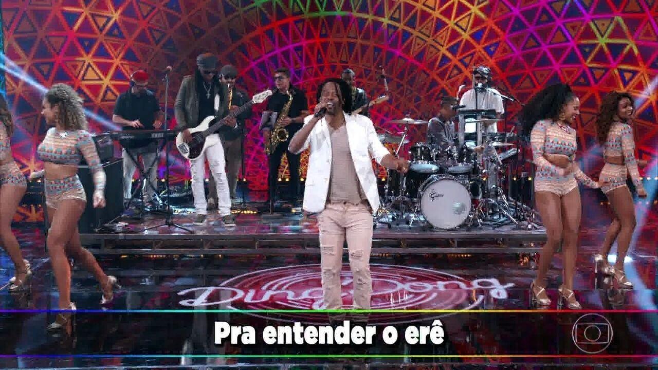 Cidade Negra canta sucesso 'O Erê'