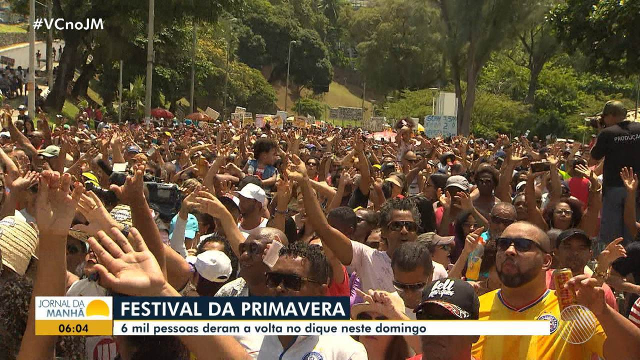Banda 'Mudei de Nome' anima multidão no Dique do Tororó, em Salvador