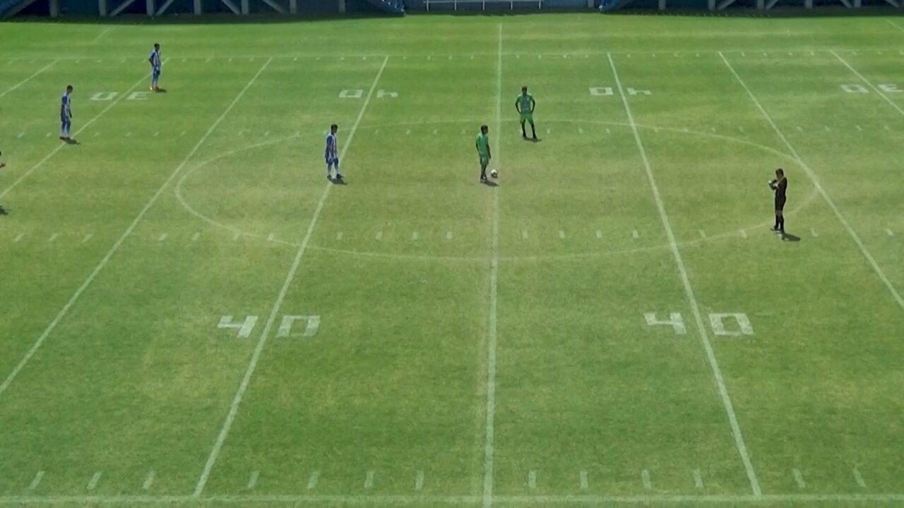 Sem estádios disponíveis, jovens do sub-15 atuam em campo demarcado pelo FA