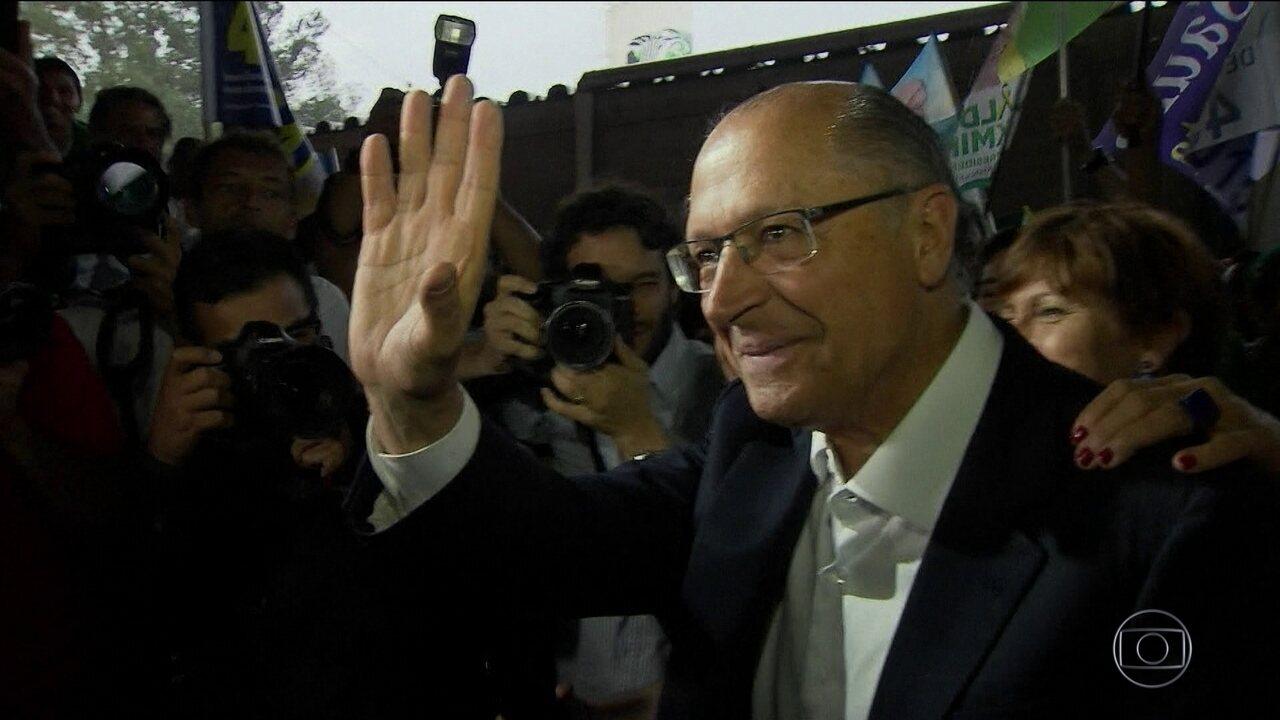 Candidato do PSDB, Geraldo Alckmin, faz campanha em Brasília