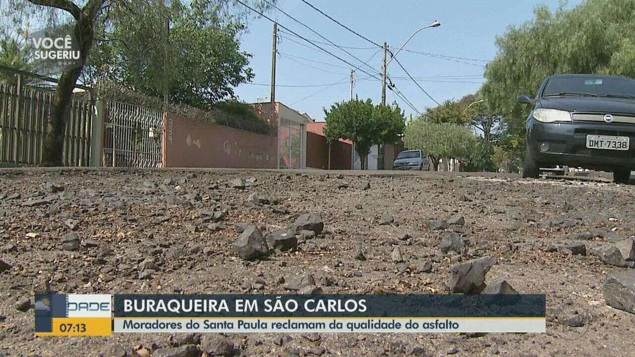 Moradores de São Carlos reclamam de rua esburacada no bairro Jardim Santa Paula