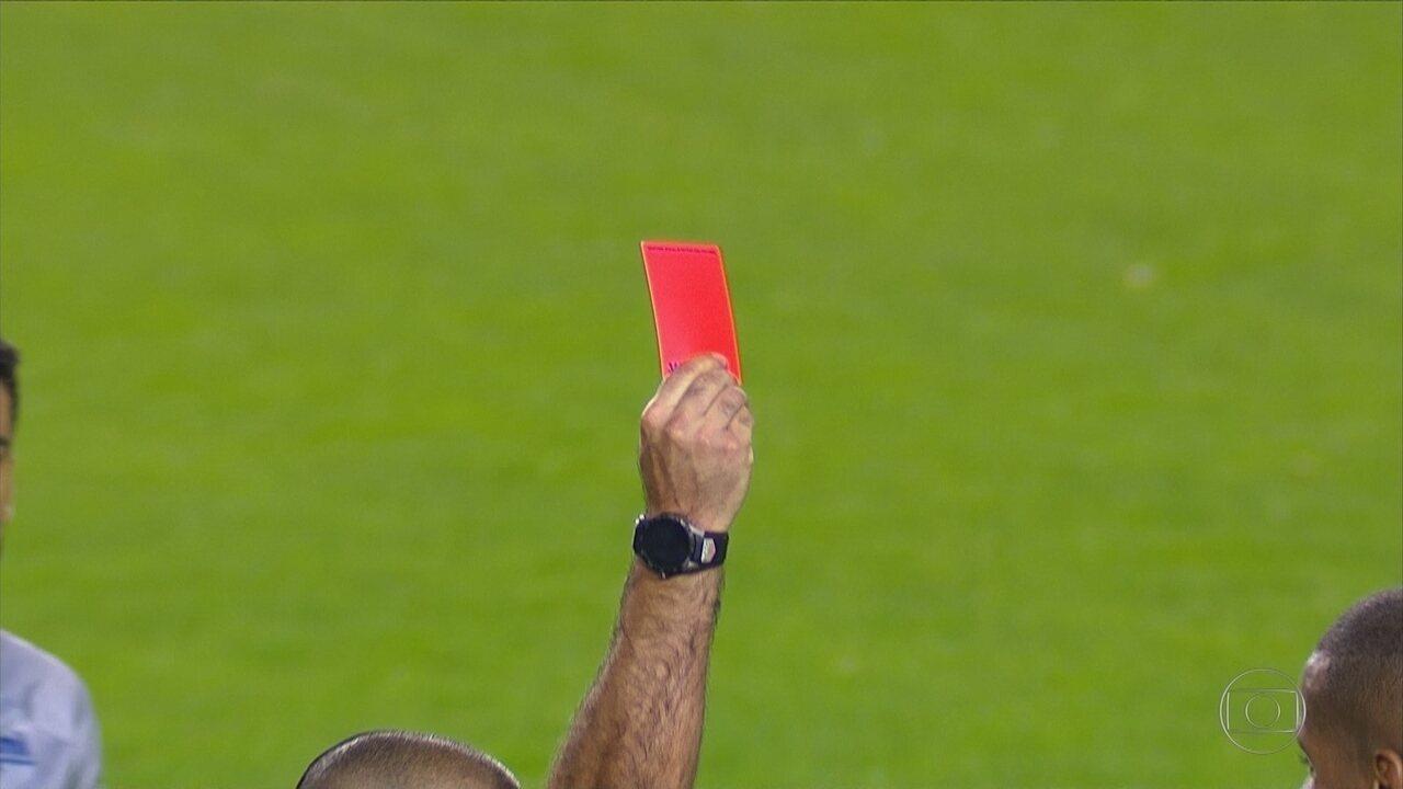 Prejuízo! Cruzeiro perde por 2 a 0 para o Boca com expulsão do zagueiro Dedé