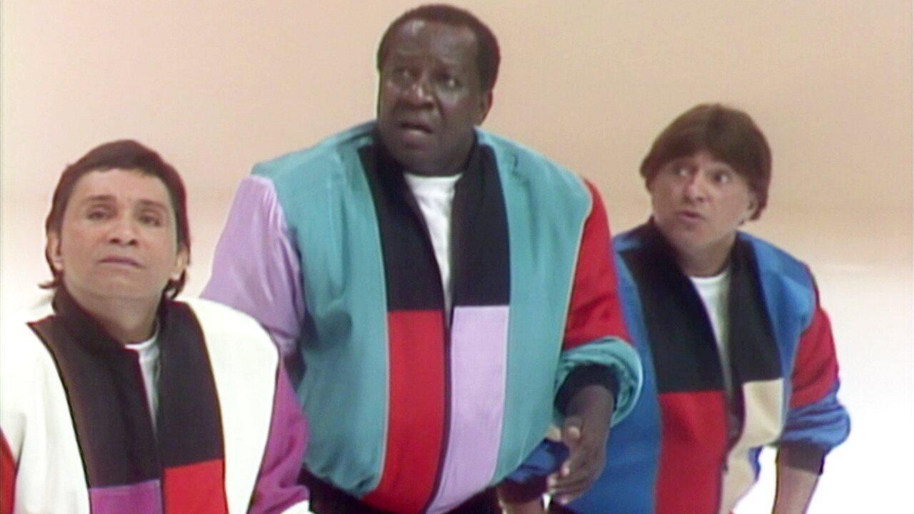 Os Trapalhões - Episódio de 03/12/1989 - Mussum e Dedé morrem de rir com suas piadas, mas Didi não acha graça. Didi bate papo com Sergio Mendes.