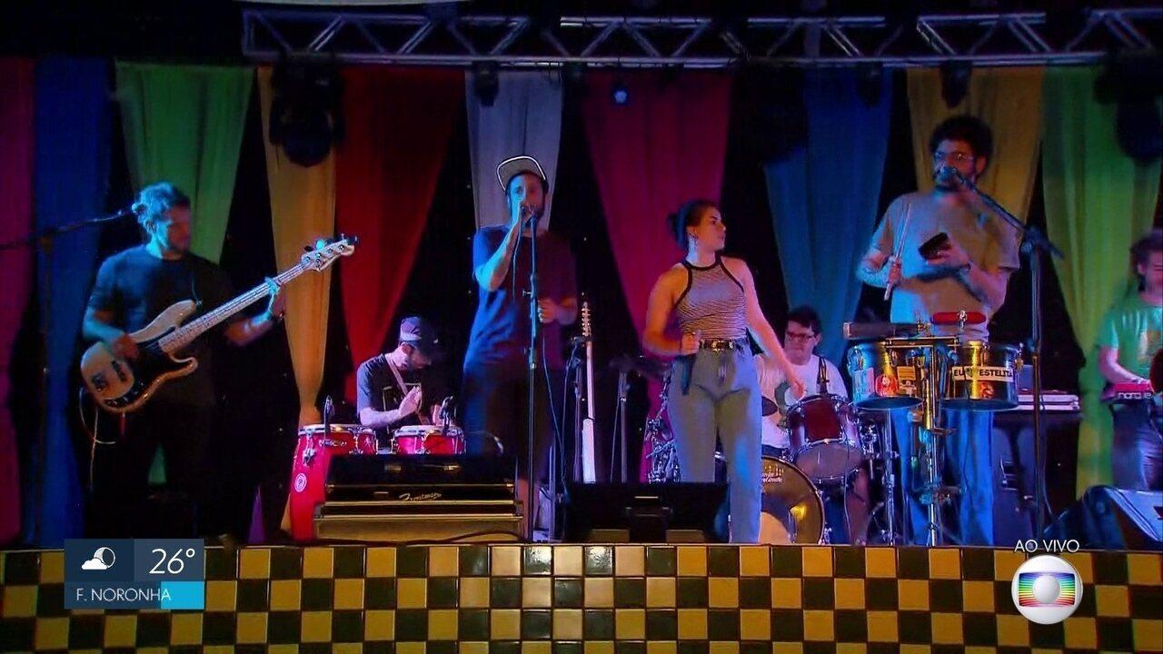 Academia da Berlinda se apresenta em festa na Zona Norte do Recife