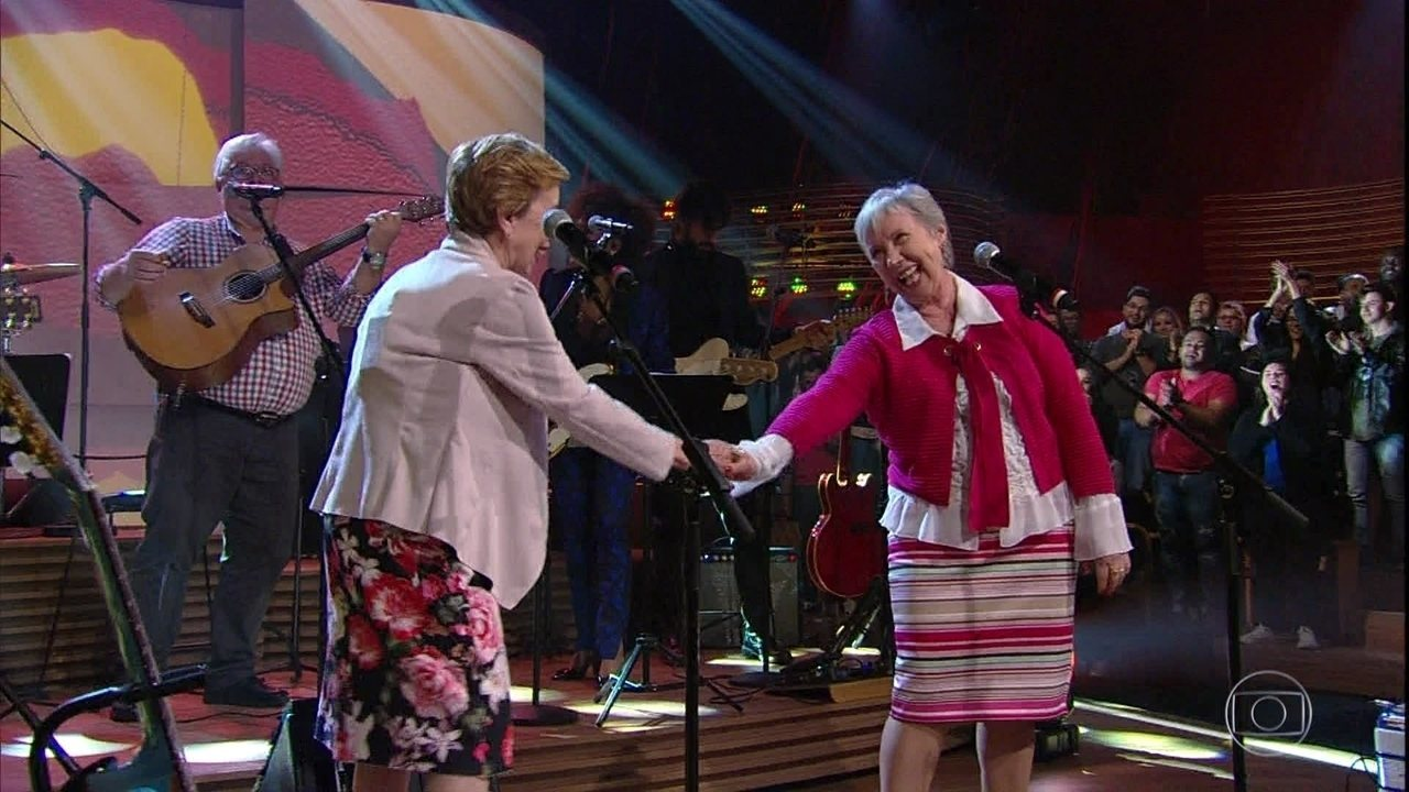 Irmãs Galvão cantam