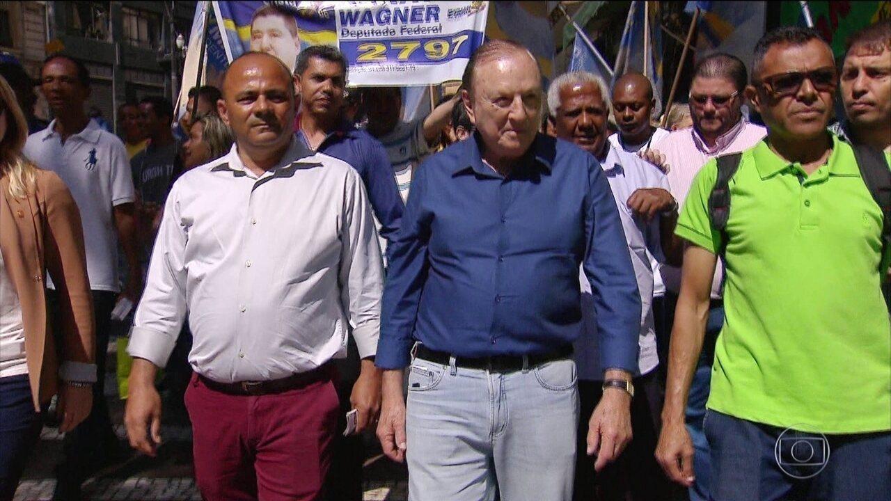 Candidato do Democracia Cristã, José Maria Eymael, faz campanha em São Paulo