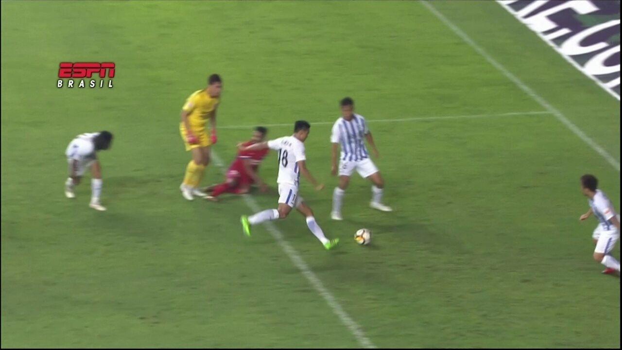 Gol contra bizarro na China entre os destaques do futebol internacional