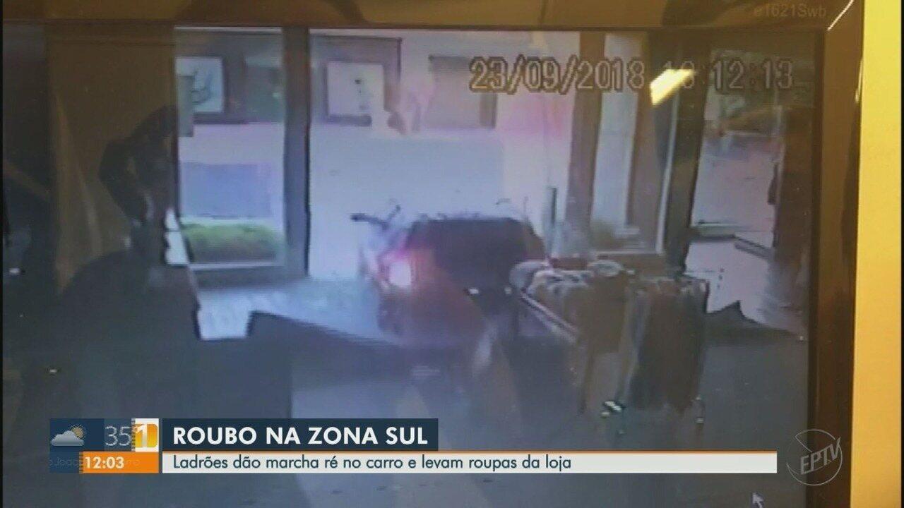 Trio usa carro em marcha à ré para invadir loja de roupas de grife em Ribeirão Preto