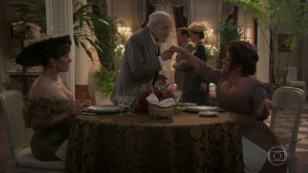 Petúlia seduz homem rico e vira madama!