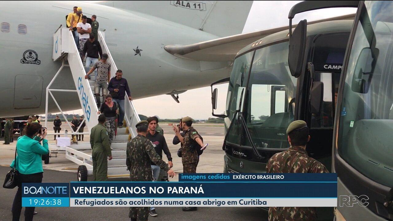 Grupo de venezuelanos refugiados chega a Curitiba