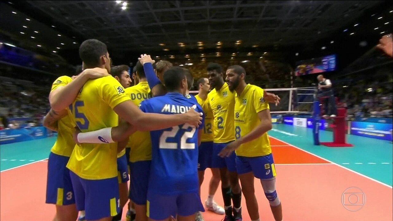 Brasil vence a Rússia pela terceira fase do Mundial de vôlei