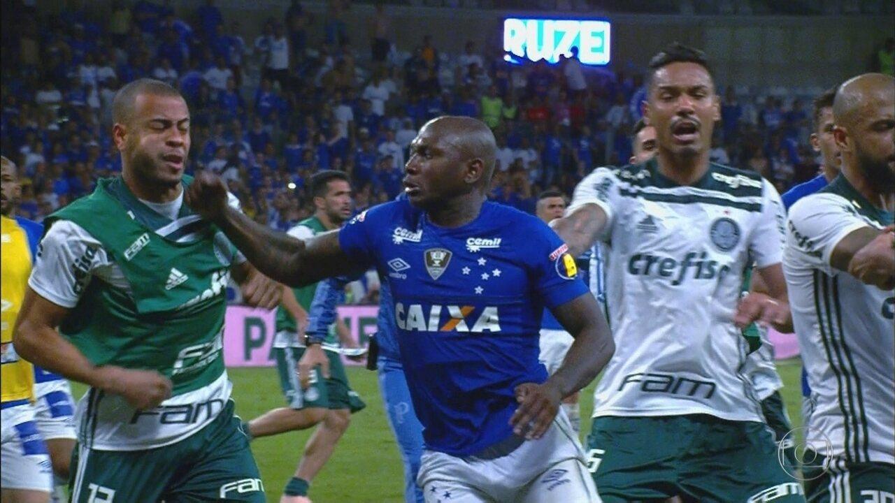 Cruzeiro elimina o Palmeiras da Copa do Brasil em jogo marcado por briga dentro de campo