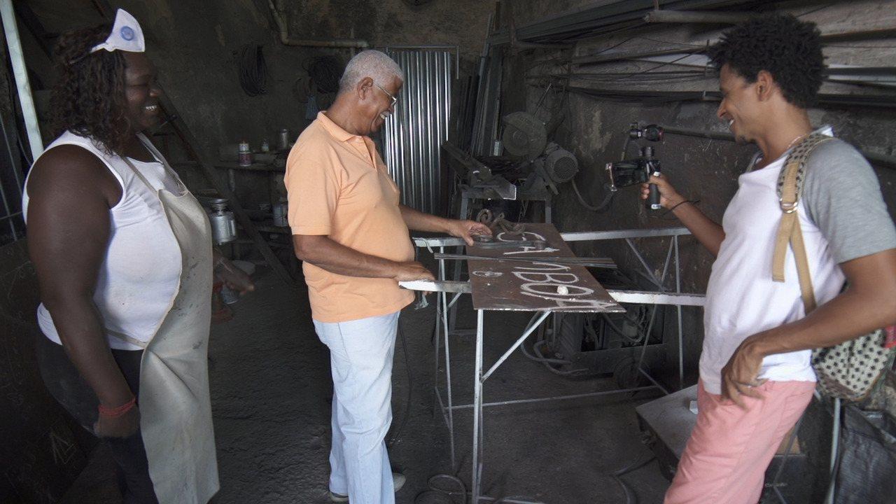 O 'Vumbora' conhece os trabalhadores da Ladeira da Conceição da Praia, no Centro Histórico