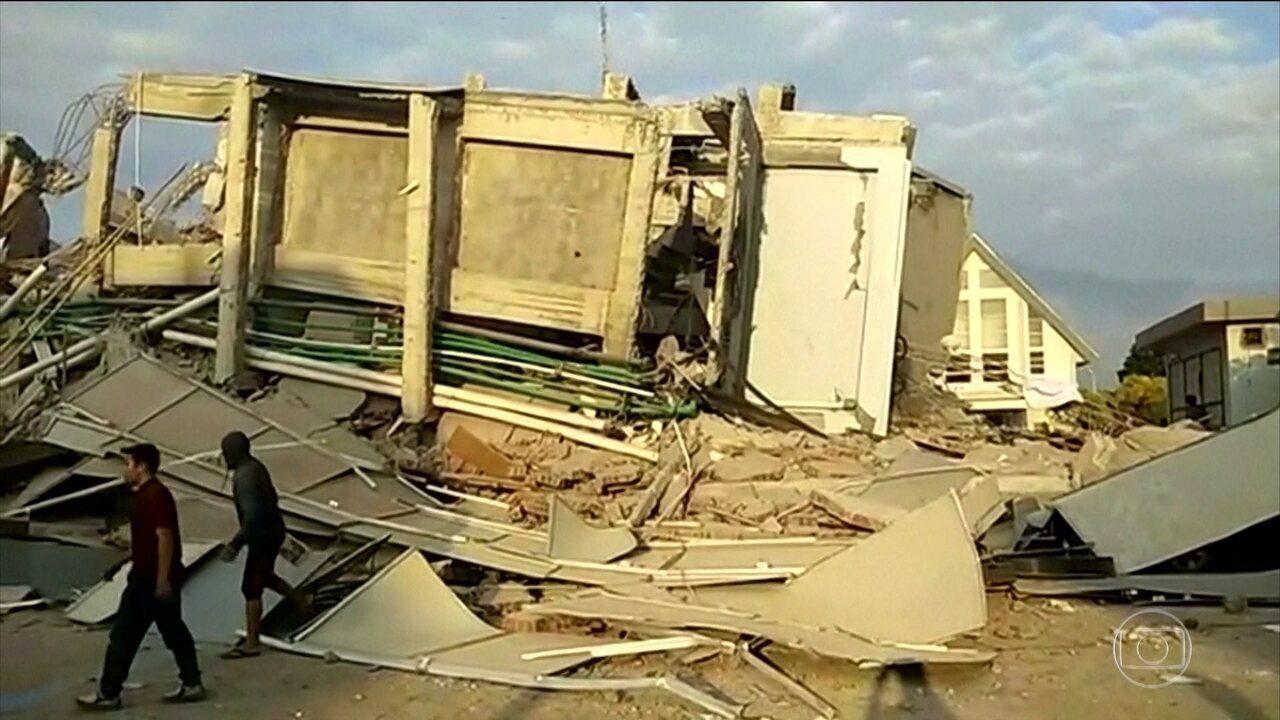 Terremoto seguido de tsunami deixa 384 mortos na Indonésia