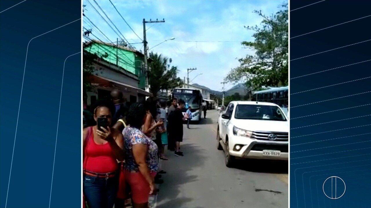 Moradores da Região Serrana de Macaé, RJ, fazem manifestação