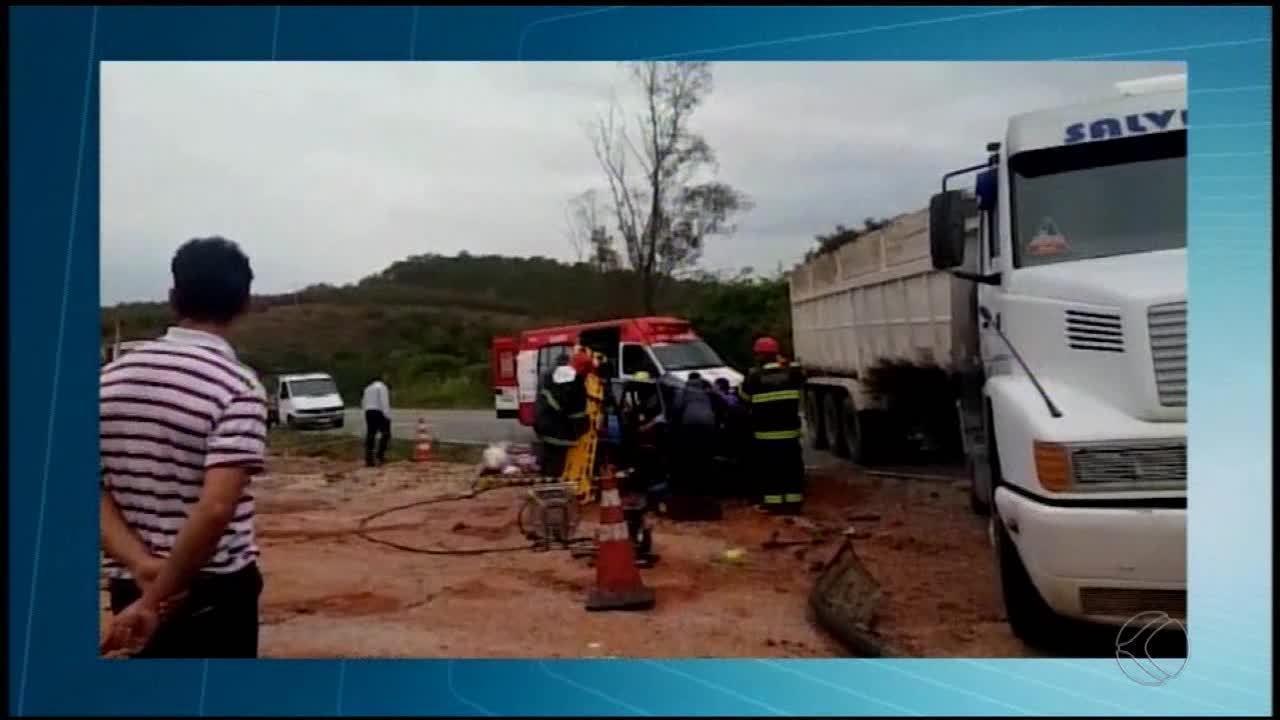 Três pessoas ficam feridas em acidente na BR-494 em Oliveira
