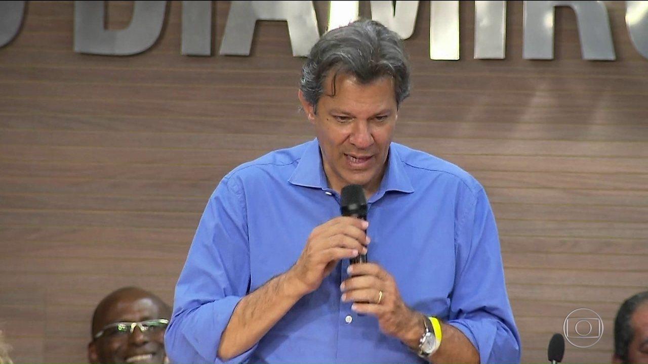 Candidato do PT, Fernando Haddad, faz campanha no Rio e em Curitiba