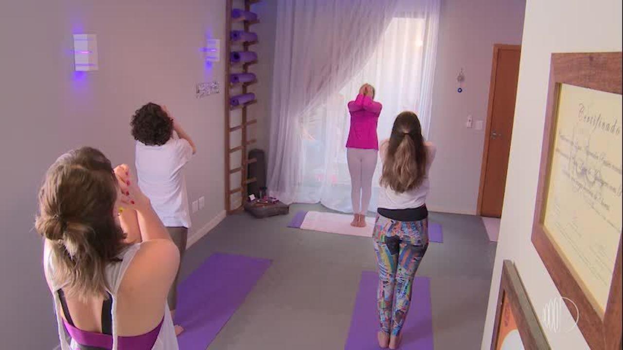 Conheça a Hot Yoga, exercício praticado em uma sala aquecida em 40 graus