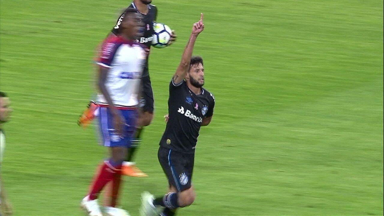 Juninho Capixaba recebe na frente e diminui aos 38 do 2º tempo contra o Bahia