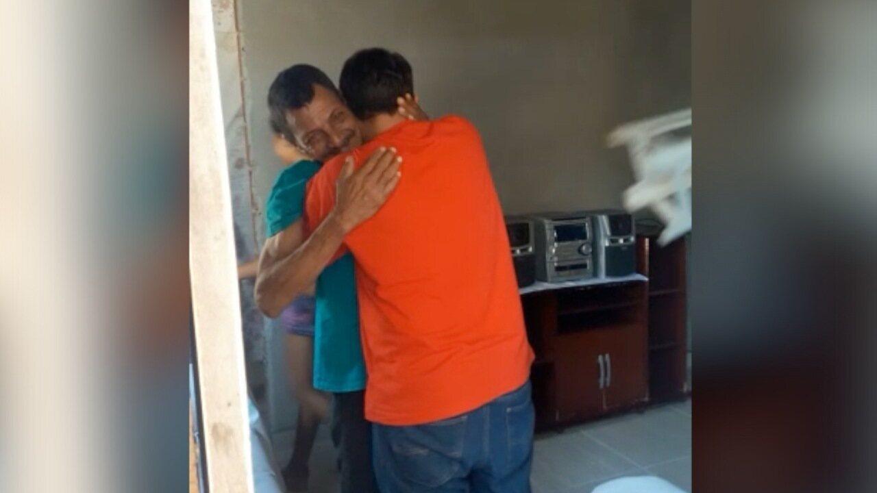 Pai e filho se veem pela primeira vez