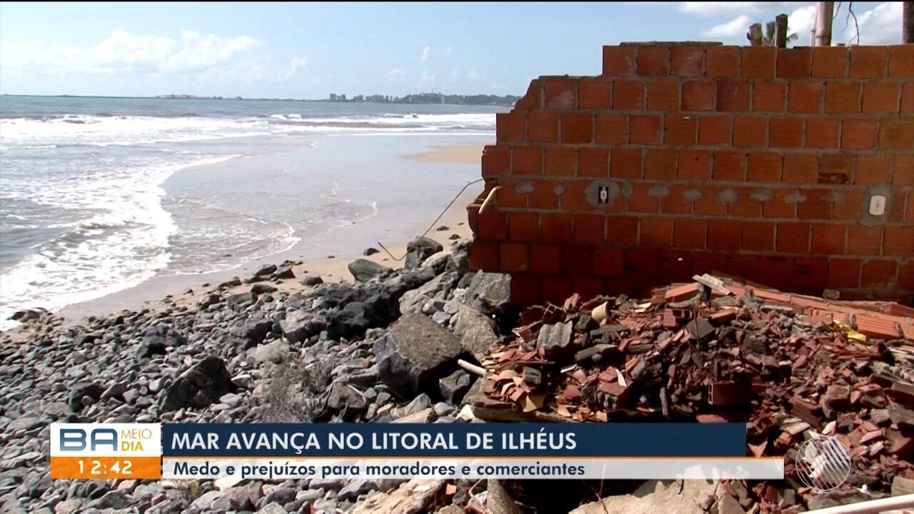Resultado de imagem para Mar avança e destrói barracas em Ilhéus; Defesa Civil recomenda que comerciantes deixem local