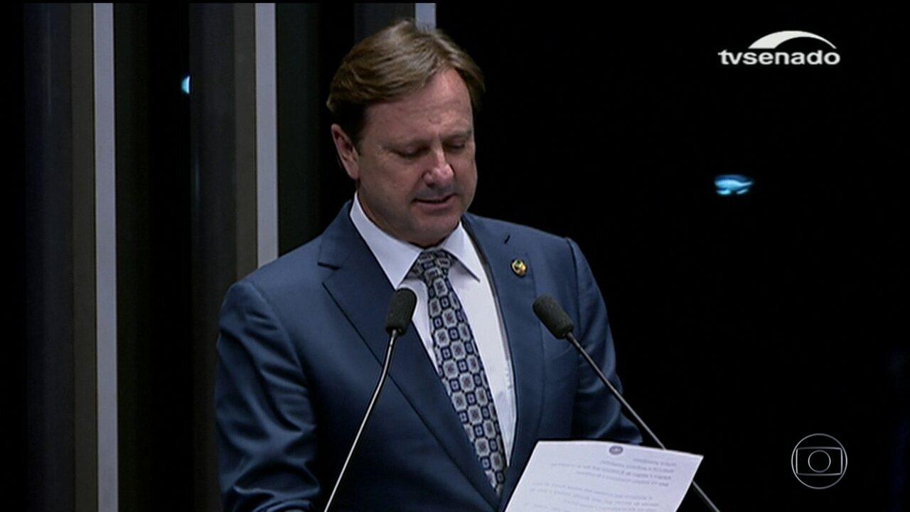 Senador Acir Gúrgacz passa mal após se entregar à PF