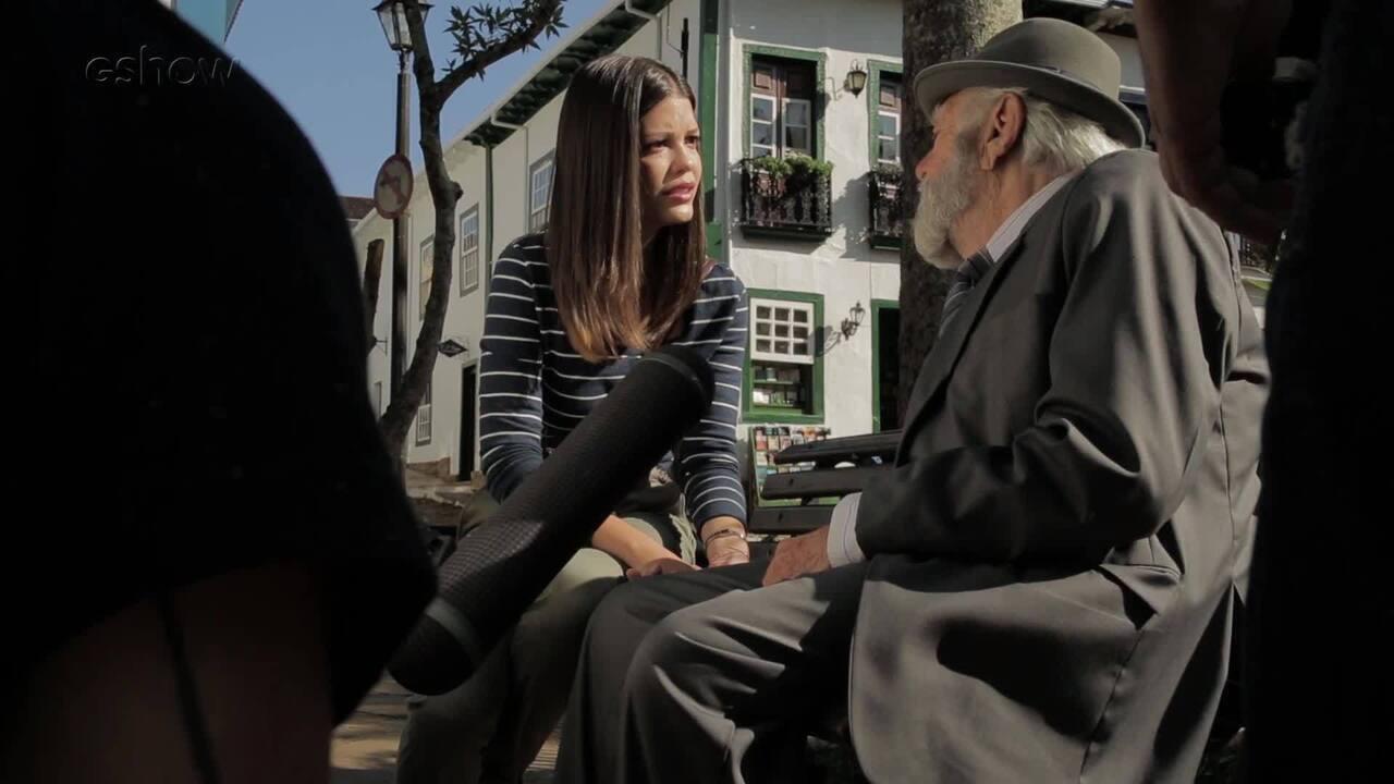 Emiliano Queiroz e Vitória Strada se emocionam em cena; veja os bastidores