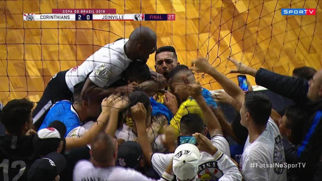 Goleiro Obina marca para o Corinthians na final da Copa do Brasil f4d06f9bd2f35