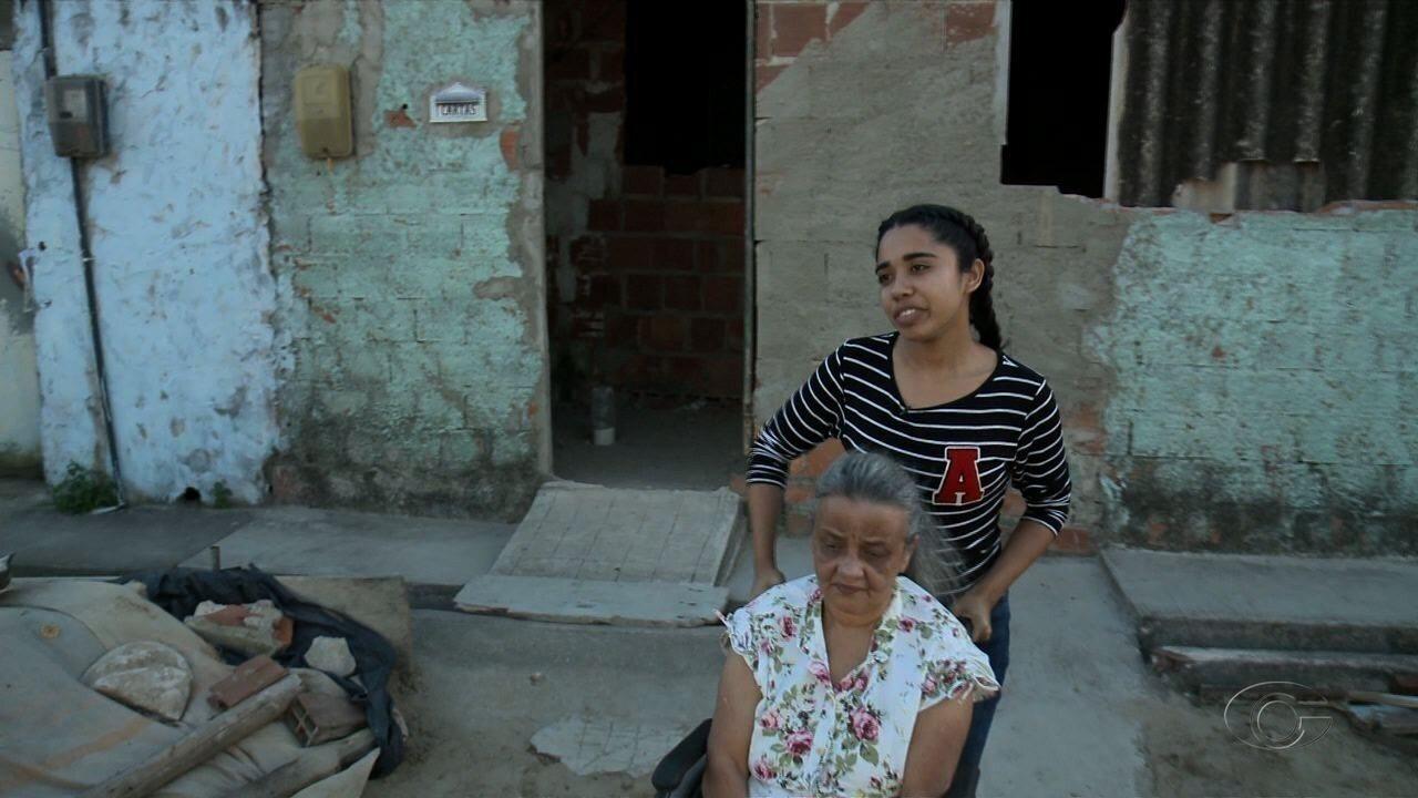Estudante pede ajuda para reconstruir casa de avó em Maceió