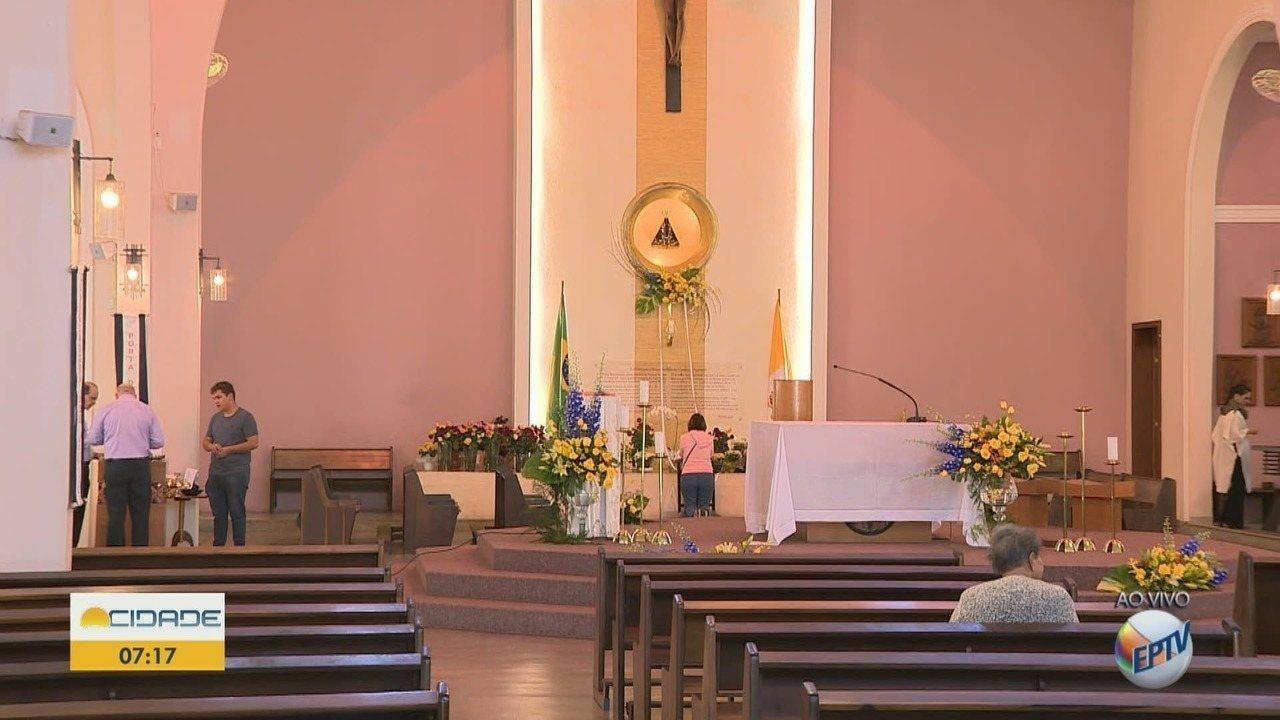 Católicos celebram Dia de Nossa Senhora Aparecida com missas