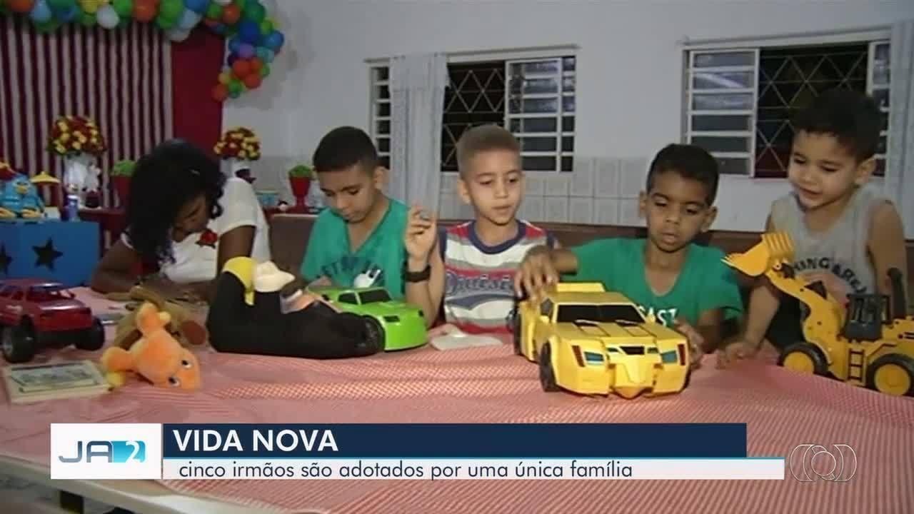 Família adota cinco irmãos em Cidade Ocidental