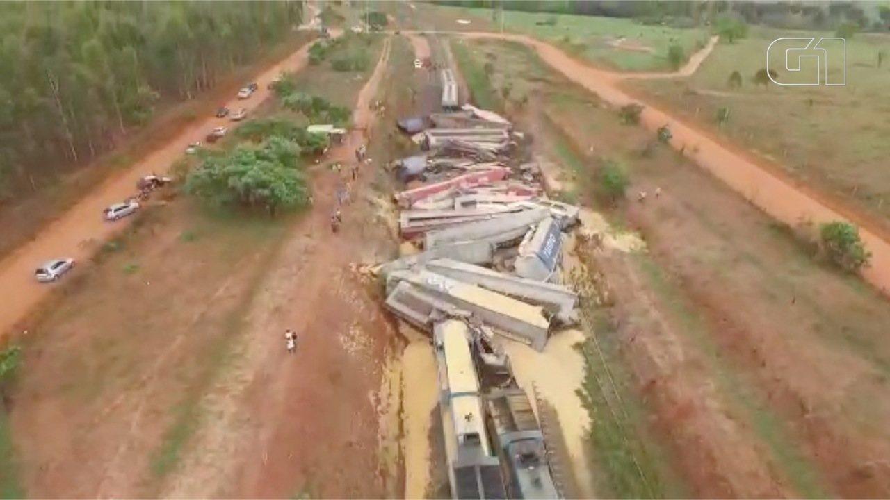 Imagens feitas com drone mostram trem descarrilado em MS