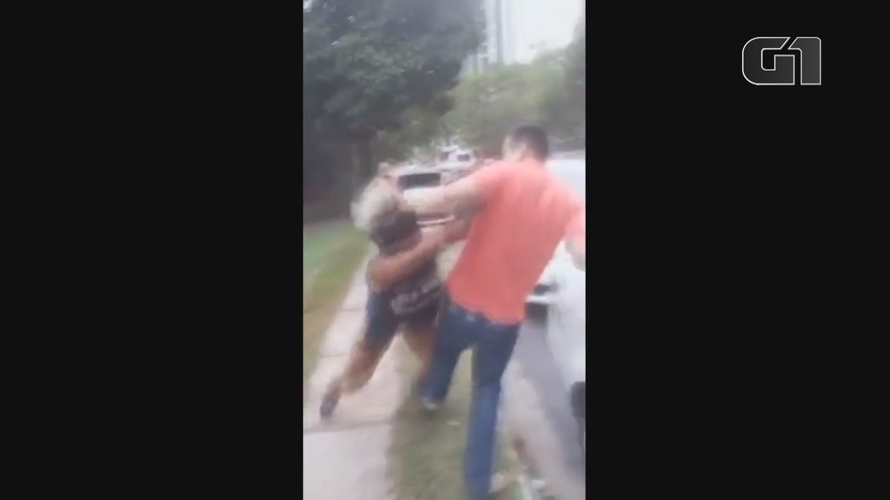 Vídeo mostra mulher sendo agredida após ser confundida com travesti em Manaus