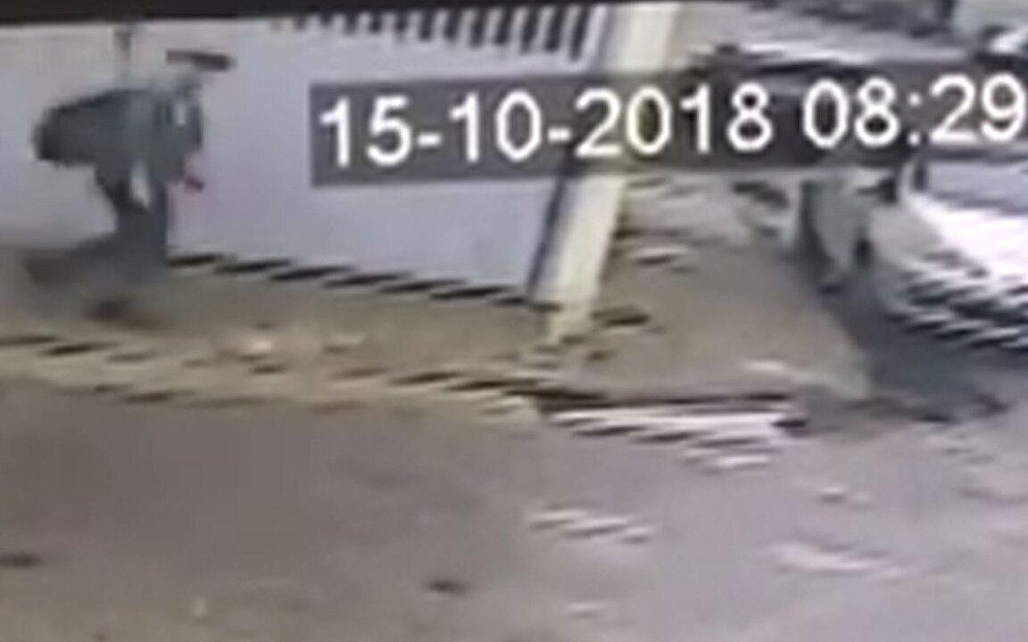 Vídeo mostra padrasto fugindo após matar enteado 50 minutos após mãe sair para o trabalho