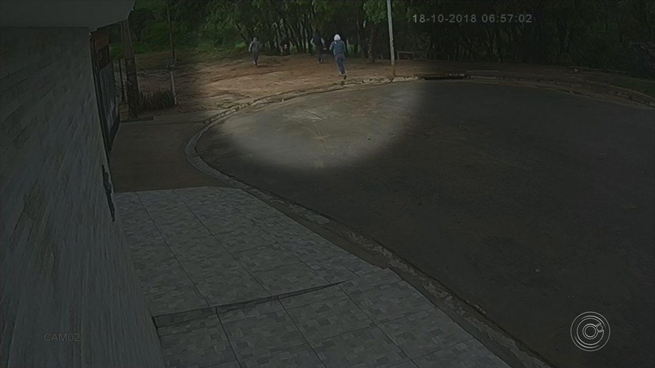 Criminosos rendem família de guarda municipal e assaltam casa em Boituva